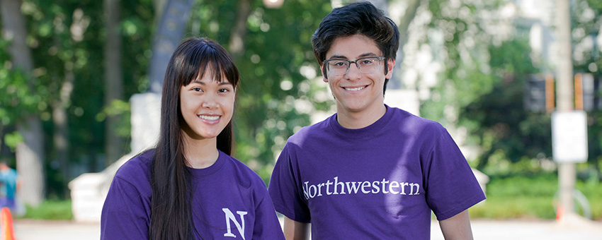 Students in front of the Northwestern Arch